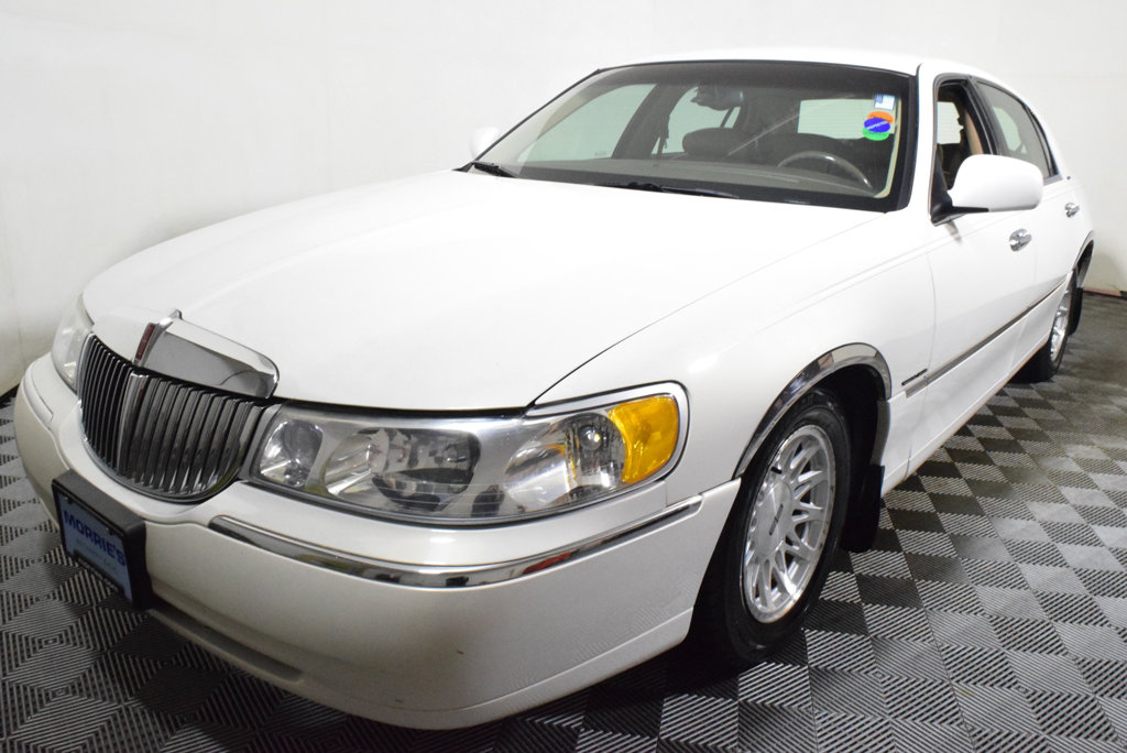 Pre Owned 1998 Lincoln Town Car 4dr Sedan Signature Sedan In